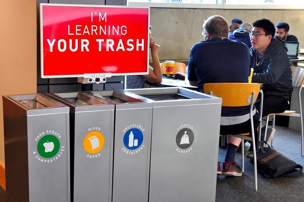 José Simón Elarba - Empresa crea contenedores de basura inteligentes que enseñan a reciclar - FOTO