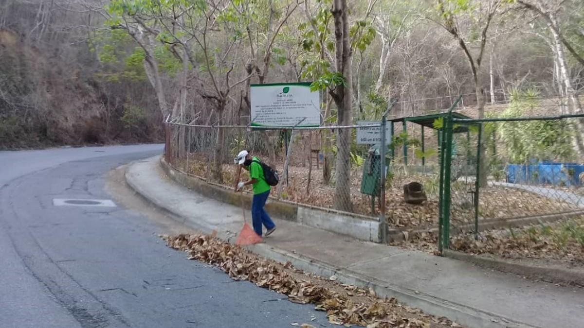 Jose Simon Elarba Haddad Fospuca realiza jornada recoleccion vegetal Baruta
